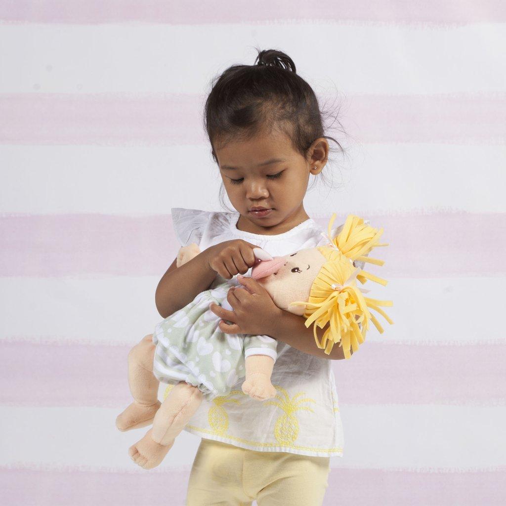 bambola gioconaturalmente manhattan toy