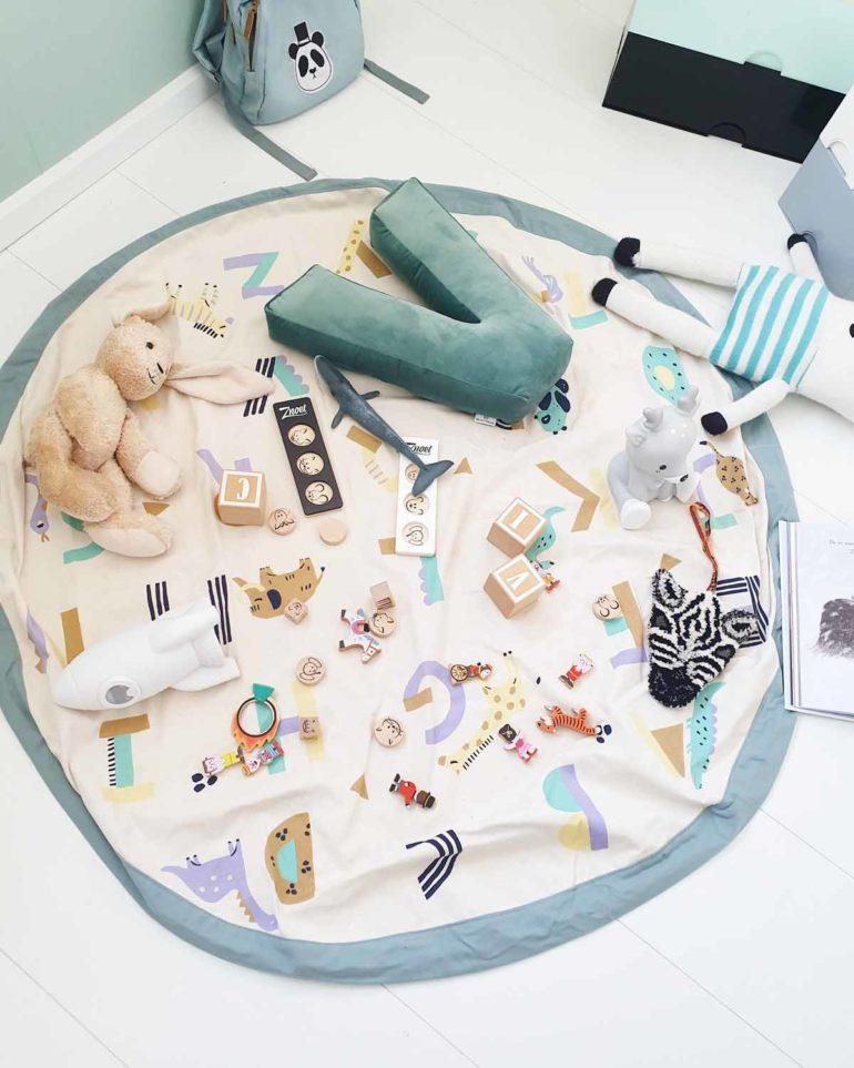 Playandgo_toys_storage_bag_animal_alphabet_floor_open